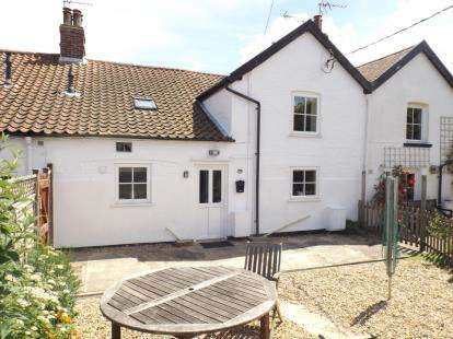 3 Bedrooms Terraced House for sale in Victoria Road, Mundesley, Norwich