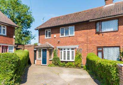 3 Bedrooms Semi Detached House for sale in Owens Way, Croxley Green, Rickmansworth