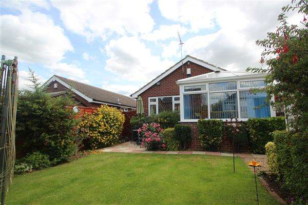 3 Bedrooms Bungalow for sale in Greenacre Road, Upton