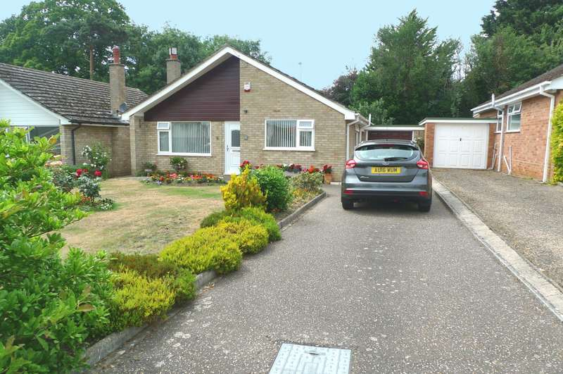 2 Bedrooms Detached Bungalow for sale in New Close, Acle, NR13