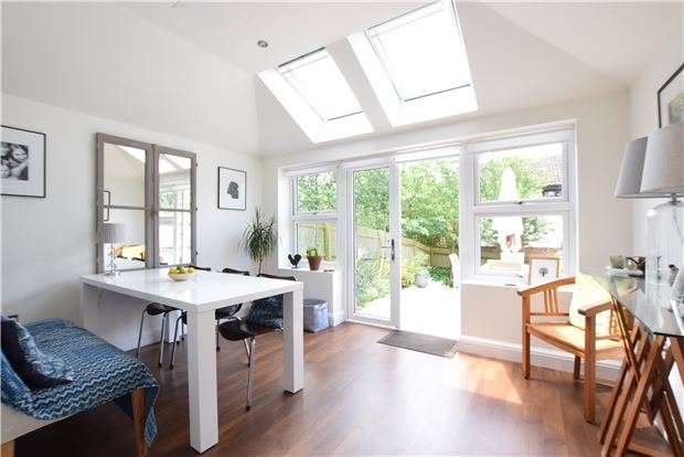 3 Bedrooms Town House for sale in St. Michaels Close, Charlton Kings, CHELTENHAM, Gloucestershire, GL53 9DW