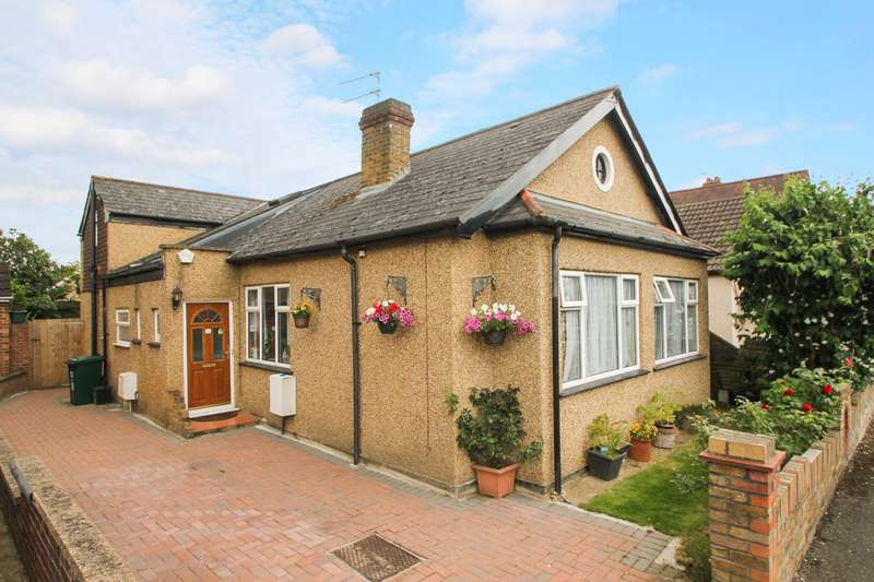 5 Bedrooms Chalet House for sale in Townsend Road, Ashford, TW15