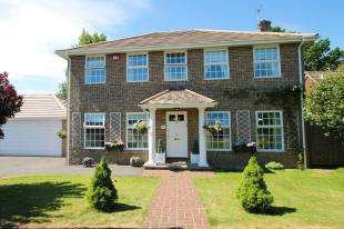 4 Bedrooms Detached House for sale in Ashfield Close, Midhurst, West Sussex