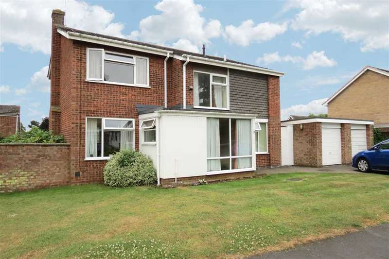 4 Bedrooms Detached House for sale in Ancaster Drive, Sleaford