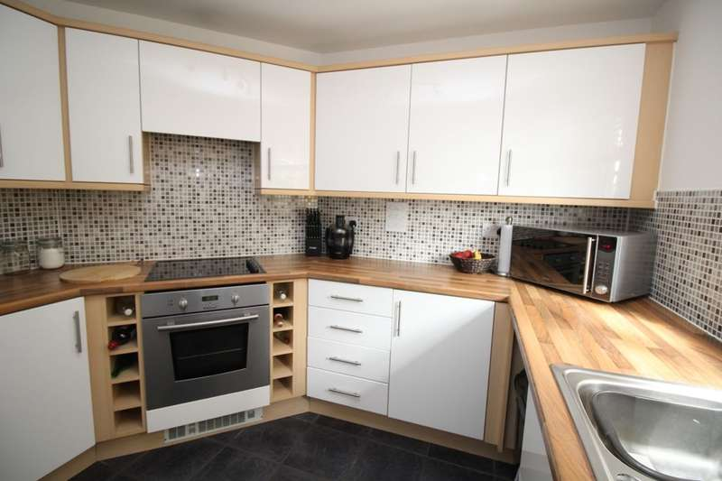 2 Bedrooms Flat for sale in The Fairways, Portsmouth, PO6