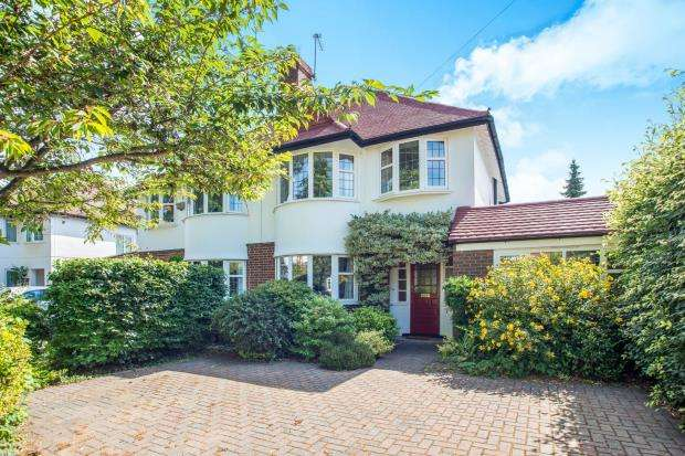3 Bedrooms Semi Detached House for sale in Thames Ditton, Surrey, .