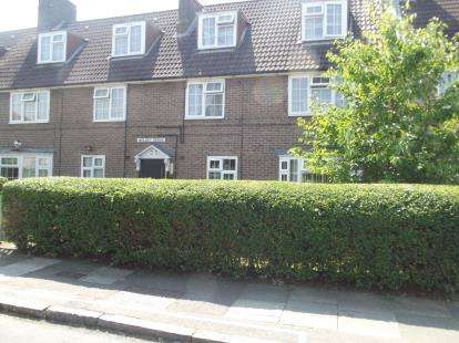 2 Bedrooms Flat for sale in Wolsey Grove, Edgware