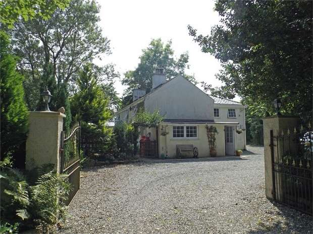 4 Bedrooms Detached House for sale in Llangristiolus, Llangristiolus, Bodorgan, Anglesey