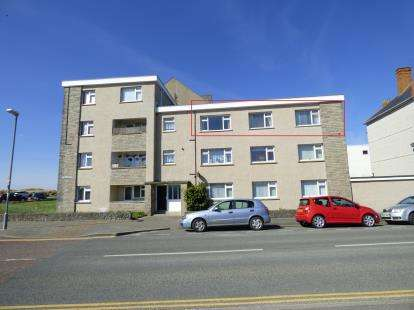 3 Bedrooms Flat for sale in Sarn Badrig, Embankment Road, Pwllheli, Gwynedd, LL53