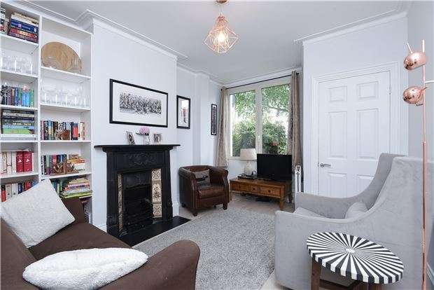2 Bedrooms Cottage House for sale in Meopham Road, Mitcham, Surrey, CR4