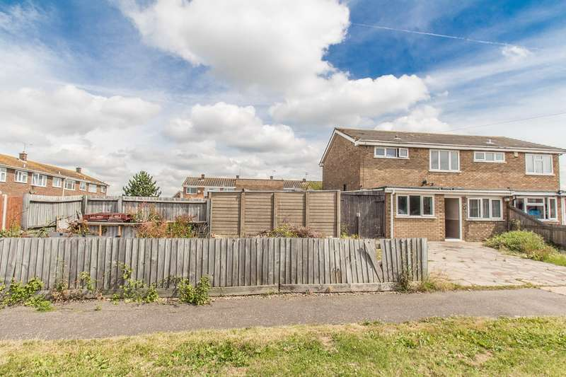 4 Bedrooms Semi Detached House for sale in The Weald, Canvey Island, SS8