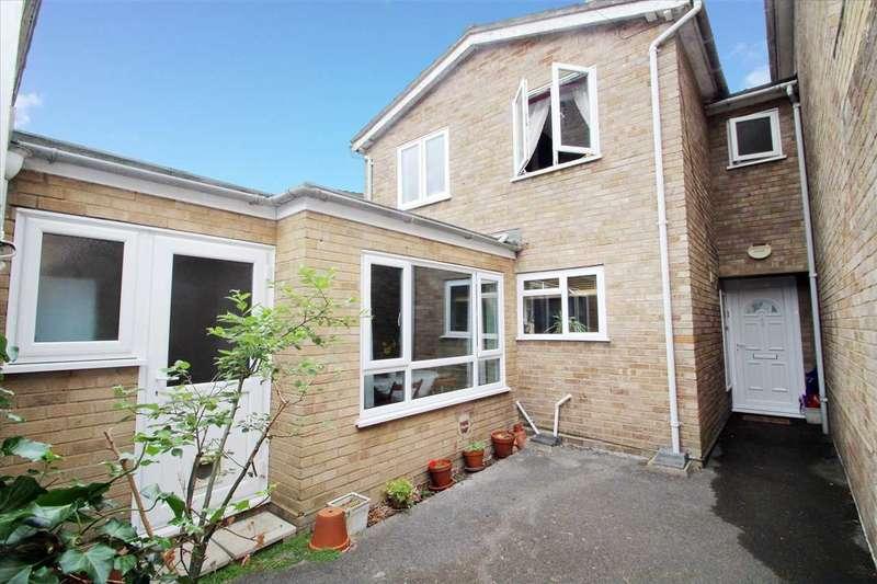 4 Bedrooms Link Detached House for sale in Springhurst Close, Ipswich