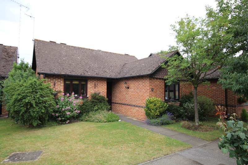 2 Bedrooms Detached Bungalow for sale in Sherwood Gardens, Henley On Thames, RG9