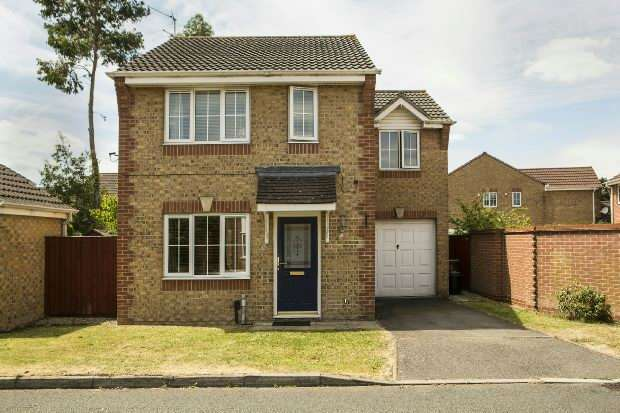 3 Bedrooms Detached House for sale in Chesterment Way, Lower Earley, Reading