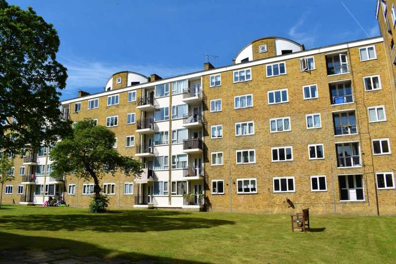 3 Bedrooms Apartment Flat for sale in Haywards Gardens, Putney, SW15