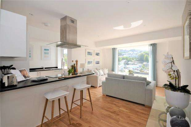 2 Bedrooms Flat for sale in Station Road, Looe, Cornwall