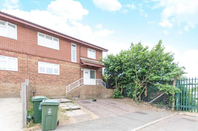 4 Bedrooms Terraced House for sale in Gurney Close, Walthamstow, E17