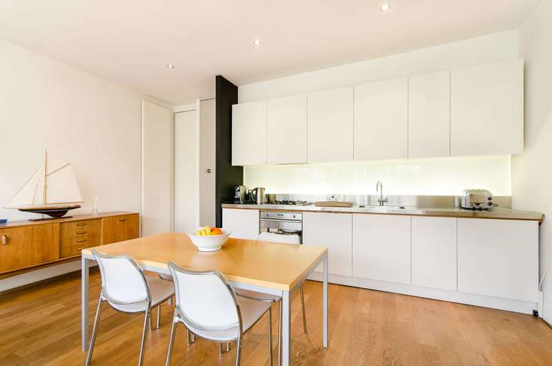 3 Bedrooms House for sale in Clonmore Street, Southfields, SW18