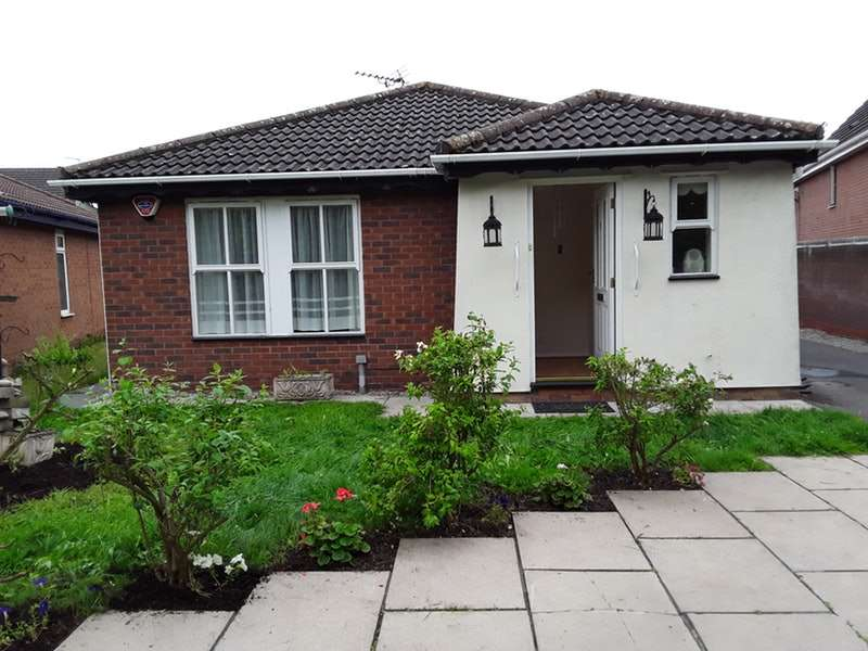 3 Bedrooms Bungalow for sale in Galion Way, Widnes, Cheshire, WA8
