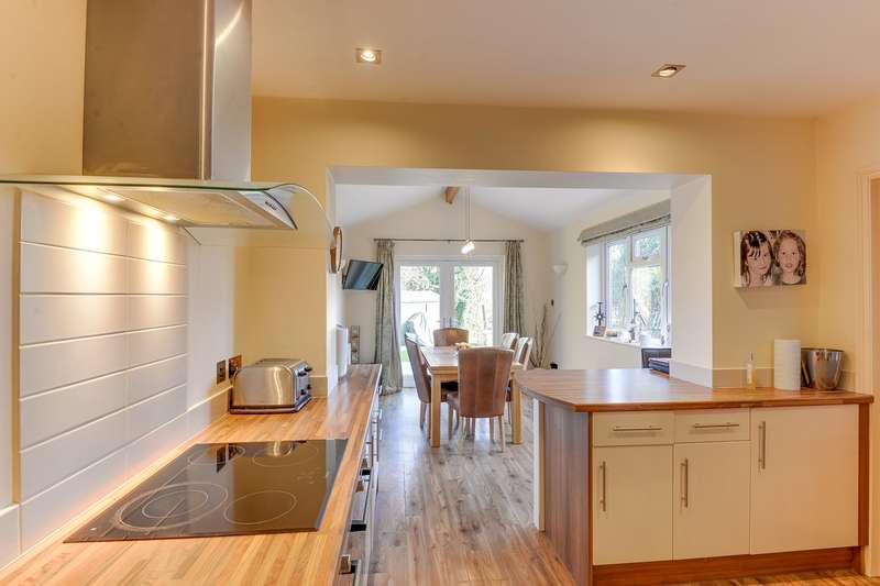 4 Bedrooms Semi Detached House for sale in Nightingale Avenue, Bassingbourn, Bassingbourn, SG8