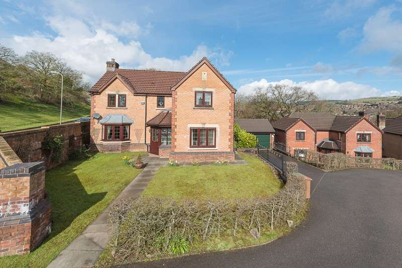 4 Bedrooms Detached House for sale in Clos Gwernydd , Hendredenny, Caerphilly. CF83 2UD
