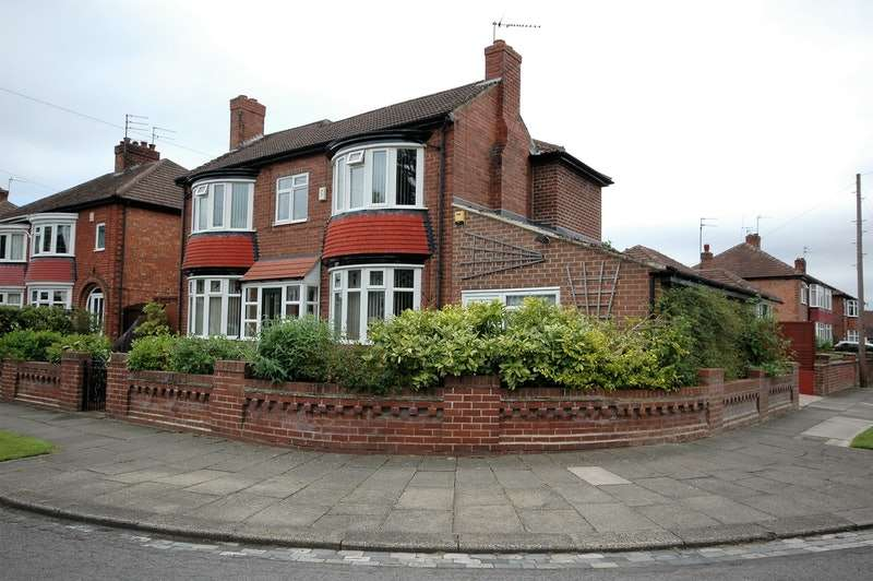 3 Bedrooms Detached House for sale in Danesmoor Crescent, Darlington, County Durham, DL3