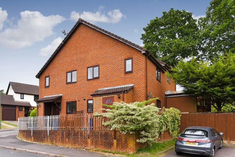2 Bedrooms Semi Detached House for sale in Mill Close, Haslemere, Surrey, GU27