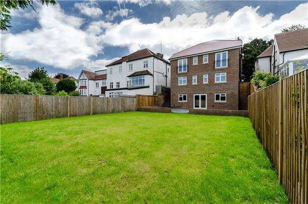 4 Bedrooms Detached House for sale in Downs Road, Coulsdon, Surrey, CR5 1AB