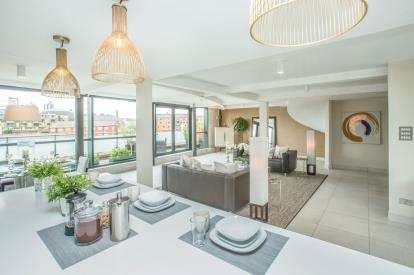 4 Bedrooms Flat for sale in Simpsons Fold West, 22 Dock Street, Leeds, West Yorkshire