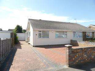 2 Bedrooms Bungalow for sale in Willow Drive, St. Marys Bay, Romney Marsh, Kent