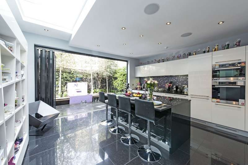 4 Bedrooms Terraced House for sale in Broxash Road, Battersea, London
