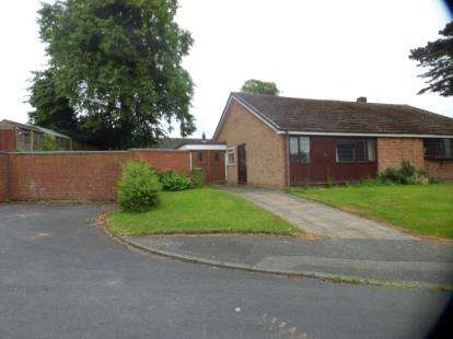 2 Bedrooms Bungalow for sale in Carrick Close, Walsall, West Midlands