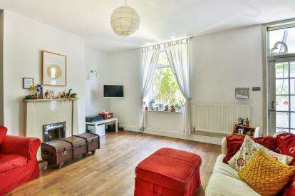 3 Bedrooms Terraced House for sale in Hollins Terrace, Triangle, Sowerby Bridge, West Yorkshire