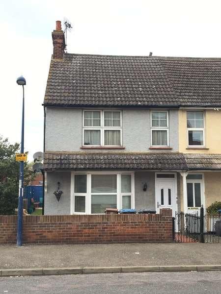 1 Bedroom Flat for sale in Manning Road, Felixstowe, Suffolk, IP11