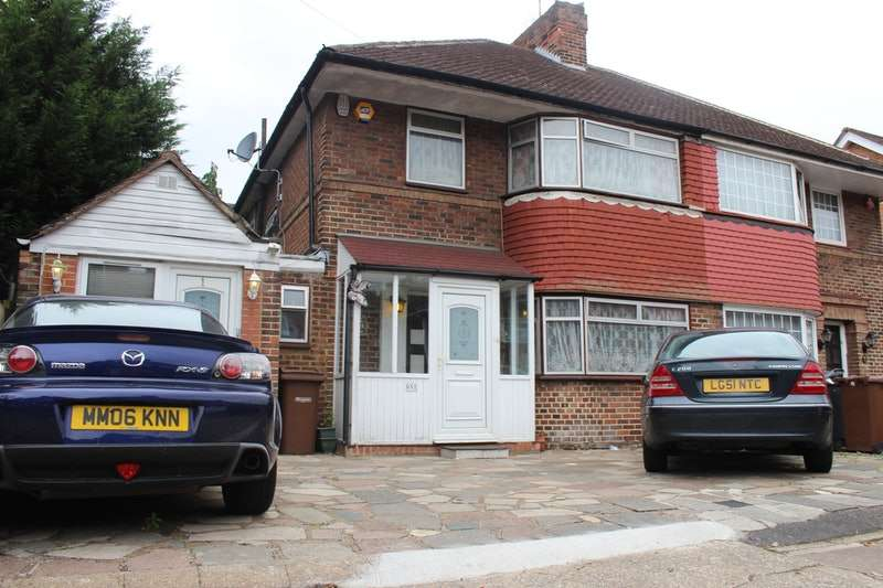 4 Bedrooms Semi Detached House for sale in Cheyneys Avenue, Edgware, London, HA8