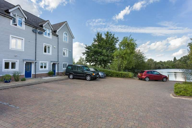 3 Bedrooms Town House for sale in The Lakes, Larkfield, Kent, ME20