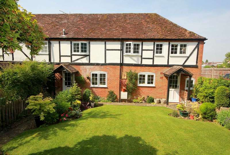 3 Bedrooms Cottage House for sale in 3 BED CENTRAL BOVINGDON VILLAGE LOCATION IN Lychgate Cottages, Vicarage Lane