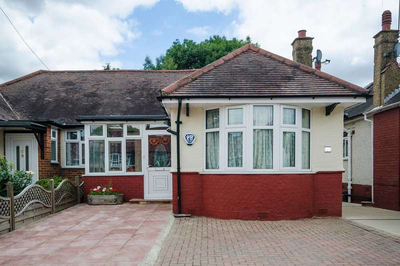 3 Bedrooms Semi Detached House for sale in Ferring Close, Harrow, HA2