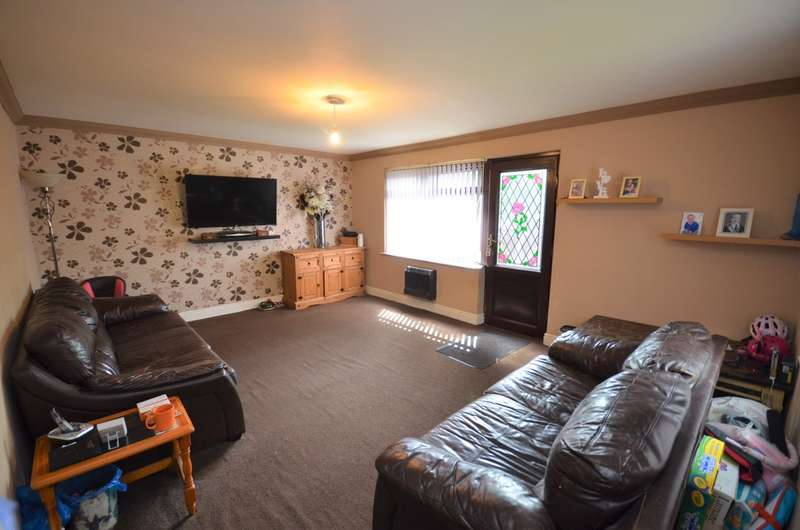 3 Bedrooms End Of Terrace House for sale in Templeton Close, Darwen
