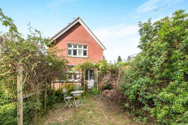 3 Bedrooms Detached House for sale in Haslemere, Surrey, United Kingdom