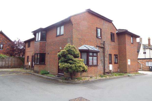 1 Bedroom Flat for sale in Kingsclear, Newbury, Berkshire