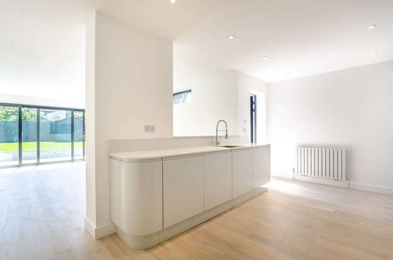 5 Bedrooms End Of Terrace House for sale in Danby Street, Peckham Rye, SE15
