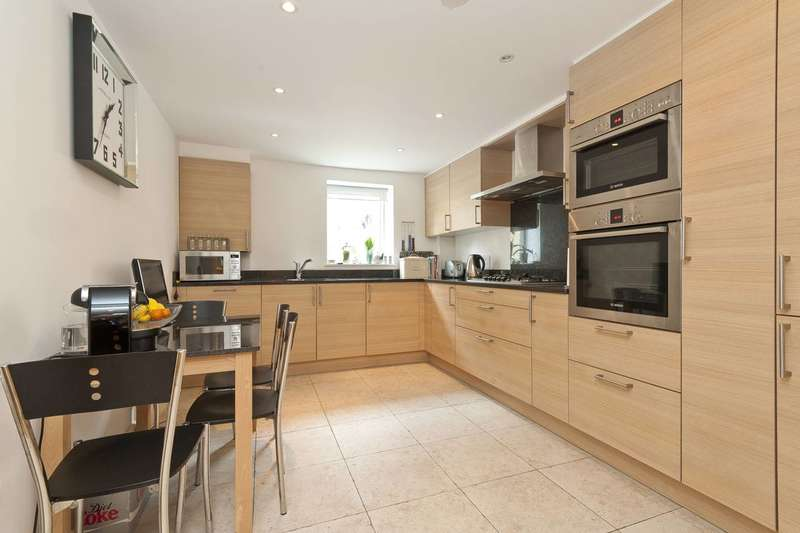 2 Bedrooms Flat for sale in Slades Hill, Enfield, EN2