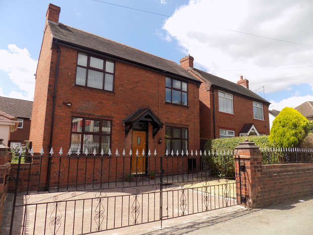 2 Bedrooms Detached House for sale in Halesowen Road, Dudley, DY2
