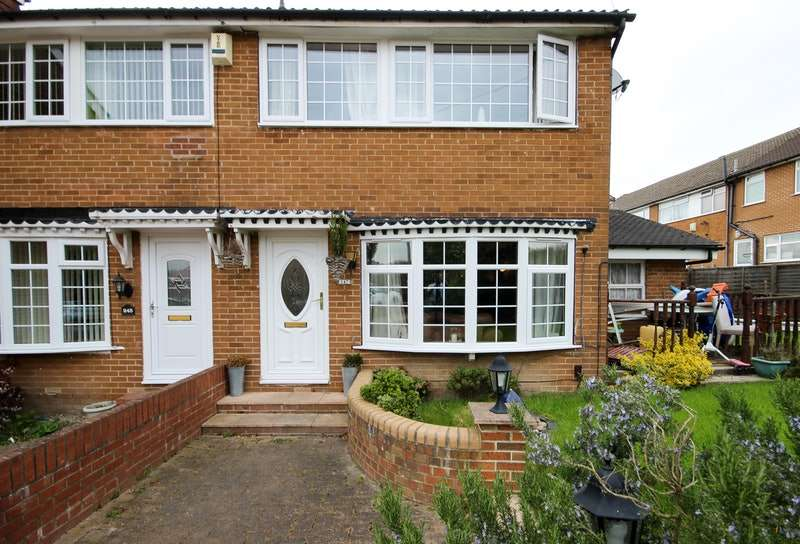 3 Bedrooms Semi Detached House for sale in Ramshead Drive, Leeds, West Yorkshire, LS14
