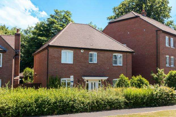4 Bedrooms Detached House for sale in Beggarwood, Basingstoke, Hampshire