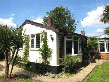2 Bedrooms Bungalow for sale in Kelvedon Hatch, Brentwood, Essex