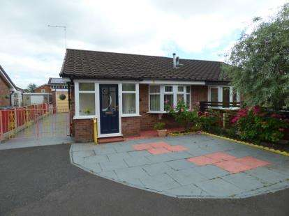 2 Bedrooms Bungalow for sale in Beechwood Drive, Sale, Greater Manchester