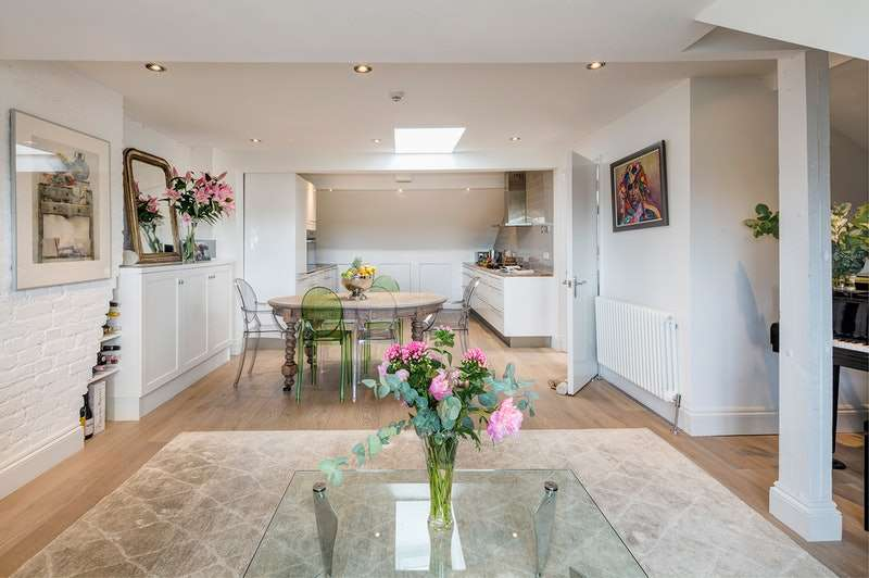 4 Bedrooms Maisonette Flat for sale in Exeter Road, London, London, NW2
