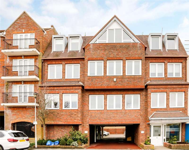1 Bedroom Flat for sale in Portland House, Station Road, Gerrards Cross, Buckinghamshire, SL9